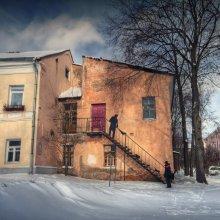 |   Наскальный Витебск   | / Подловил настоящего дворника с лопатой возле его настенного коллеги.