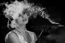 Портрет в дыму. / модель Ефименко Юля визаж, прическа Макаревская Елена