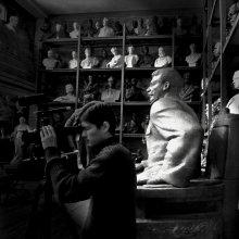 / В мастерской скульптора