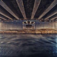    Ghost of the bridge     / *****