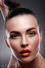 El primer acto después de una búsqueda. Red. / Ретушь - Юлия Багацкая http://vk.com/id27387618  MUAH - Ольга Томина http://vk.com/club34986039  Модель - Марина