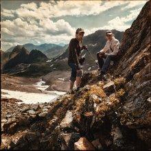 Перевал / Андрей и Лена на перевале Агур, уже обожженные солнцем, перемазанные солнцезащитным кремом.