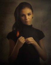 Портрет с красным цветком. / ***