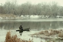 В любую погоду. / Когда уже мороз, но река еще не полностью покрыта льдом.