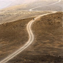 / Дорога в гору. Fuerteventura. Не знаю к какой категории отнести. Отнес к ужасам, т.к. ужасно палило солнце.