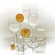 лимонное шампанское / источник света - окно