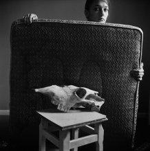 Полина (портрет с черепом) / Витебск, 2011