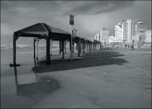 про отбрасывание теней / ...весенним вечером на тель-авивском пляже.