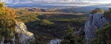 Крымская осень... / Крым. В ноябре близ Бахчисарая. День близится к закату. Справа в кадре Тепе-Кермен...