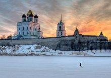 вдоль кремлевских стен / ****************