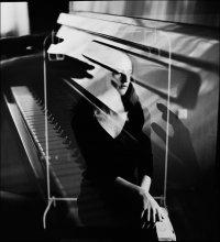 Без названия / Ира, пианино и мультиэкспозиция.