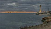 Осенний Тарханкут. Тревожный закат... / Крым. Ноябрь. Поздний вечер. Холодный ветер. Работает маяк...