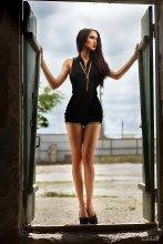 Анастасия / девушка и дверь