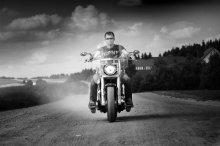 Без названия / портрет с мотоциклом