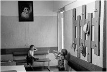 Очередь к педиатру / Дети возле кабинета педиатра в детской поликлинике