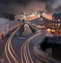 / панорама 2 горизонтальных кадра, композитное изображение, небо и город сняты в разные дни ибо после этого заката пошёл дождь, выдержка от 15 до 35 секунд для трассеров, дубли для разгорающейся подсветки и пересветов, мелкая ретушь проводов и т.п., 17мм, без фильтров  http://serg-degtyarev.livejournal.com/81783.html