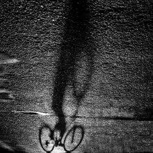 Велосипедист / Тень.