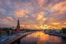 Утро красит... / Рассвет над Московским кремлем.