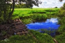 Деревенская переправа. / Такой мостик есть во всякой деревушке. Свой, почти родной...