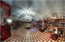 Там чудеса, там Бахус бродит.... / :) Прогулка по замку Радзивиллов, конечно же, не могла не завести в винный погребок, находящийся в одном из подвалов замка. Редкий посетитель замка проходит мимо сего помещения! :)