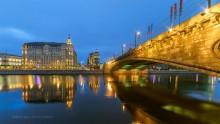 Гостиница Балчуг / Вид на гостиницу Балчуг и Большой Москворецкий мост