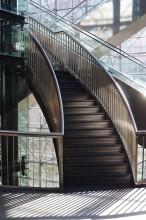 / Лестница в торговом центре
