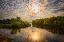 Светлое Христово Воскресение / Цвет небушка меняется , как в мае  - каждый миг . В нем шепот отражается , и боль , и счастья крик . В нем зори обнажаются , целуя облака , в воде же отражается небесная река ...