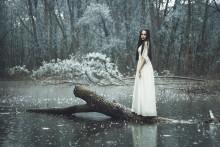 Helen Under Rain / ***