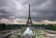 Главная парижанка / Так называют Эйфелеву башню в Париже. На переднем плане самый большой фонтан Парижа в парковом комплексе Тракадеро