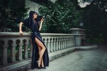 lady in a black hat /