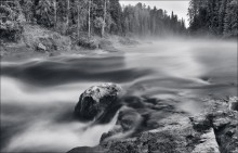 Ночь над карельской рекой / Вечером сильно похолодало и с поверхности реки начал подниматься пар.