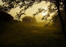Деревня спит усталая... / Рассвет утренний в деревне...
