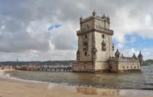 Лиссабон. Башня Белем / Башня была построена в начале XVI века как часть системы защиты устья реки Tejo (Тежу) от пиратов и других непрошеных гостей с моря.