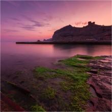 С бун не прыгать! / Вид на Генуэзскую крепость. Два горизонтальных кадра.