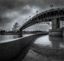 """""""Двое под мостом"""" / (из серии """"О людях в городе"""") 2013 г"""