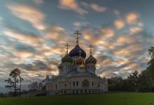 На закате / Храм святого князя Игоря Черниговского в Переделкино. Москва. Патриаршее подворье