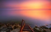 Лестница в утро / Рассвет на пляже Дубянди Баку, Азербайджан Лестница чтобы спускаться в море, так как вокруг очень скользкие камни