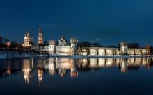 Раннее утро у стен монастыря / Москва. Новодевичий женский монастырь