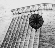 Под зонтом / подзонтом пятница снег люди город