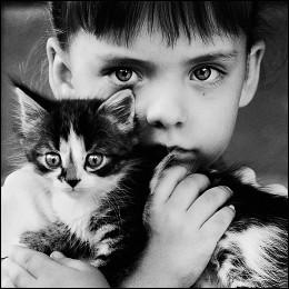 Дети / Девочка с котёнком