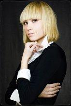 """Лера / Портрет в самодельной студии ...  СЛАВА СОВЕТСКИМ ПЫХАМ!!! :)  для конкурса Мисс Новополоцк 2007... ...кстати """"Мисс очарование"""" ;)  Разворачиваёте на черном... пишите. :)"""