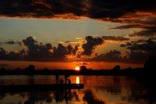 Рыбалка на закате / За время отдыха в санатории было всего несколько вечеров, когда закатное небо оживлялось облаками. Этот - один из них.