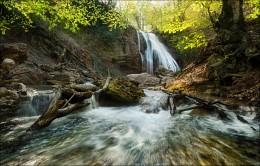 / Весенний Джур-Джур / / Крым, апрель. Водопад Джур-Джур.