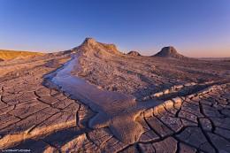 Грязевые вулканы Азербайджана / Азербайджан лидирует по количеству грязевых вулканов. Из всего 800 вулканов в Азербайджанской Республике находится 350.