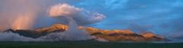 Усть-Нера. Окрестности / Панорама снята с крыши 5-этажного дома в поселке городского типа Усть-Нера (Якутия, Оймяконский район) в июне прошлого года примерно в 4-ом часу утра