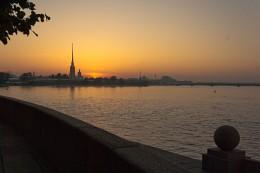 """Питерский пейзаж с восходом / наверное, самый """"снимаемый"""" сюжет - Белая ночь, Петропавловка, восход..., разведённого моста не хватает"""
