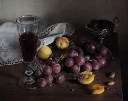 С виноградом / Натюрморт