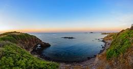 Скалистые берега Норы / Вид на башню и береговую линию местечка Нора рядом с г. Пула, Сардиния