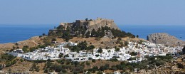 в Линдосе / [img]http://rasfokus.ru/upload/comments/58a087e142255b9db1f7233715d0e0f7.jpg[/img]Линдос был основан в XII веке до н.э., сейчас это один из главных исторических памятников острова Родос.[img]http://rasfokus.ru/upload/comments/2b6aa29fdd1bcd88e3e1daa749875a7a.jpg[/img][img]http://rasfokus.ru/upload/comments/537cba16b854cd9b16f38fe0fd533f9a.jpg[/img][img]http://rasfokus.ru/upload/comments/784ff701317e5f1fcbb09a8fb6c548a9.jpg[/img]Улочки этого городка настолько узки, что проехать можно только на мотоцикле или ослике.[img]http://rasfokus.ru/upload/comments/4fd3ff85db4e051e04181435c5fa77bb.jpg[/img][img]http://rasfokus.ru/upload/comments/0e8cfeb942d72760f554175b3bad5422.jpg[/img]город предоставляет возможность насладиться красивейшими ландшафтами. а местный Мачо-отличный проводник:)