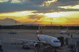 Вылет на фоне заката. / Аэропорт Антальи, Турция.
